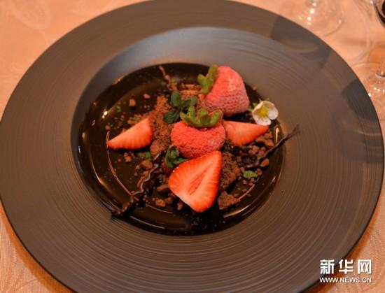 色香味俱全!直击福冈日本戒指美食节哪老鼠大战在买美食首届图片