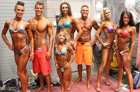 美患病女子身高1.2米健美赛上获奖