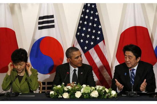 韩美日首脑会谈:安倍韩语问候 朴槿惠未抬头