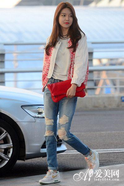 少女时代街拍示范 外套 牛仔裤显瘦混搭图片