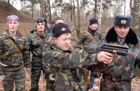俄孩童军事俱乐部学习战斗