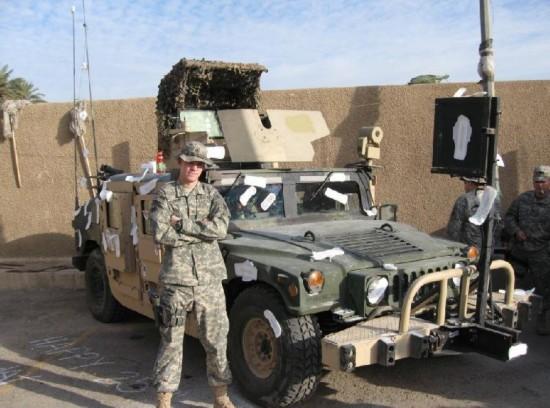 美国大兵你得罪谁了 悍马被贴满卫生巾