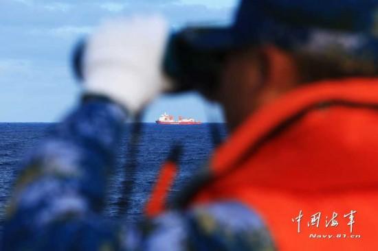 """千岛湖舰与""""雪龙号""""在南印度洋首次联合搜救"""