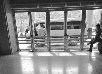 揭私人运尸车利益链:护士提供遗体消息能拿上千元