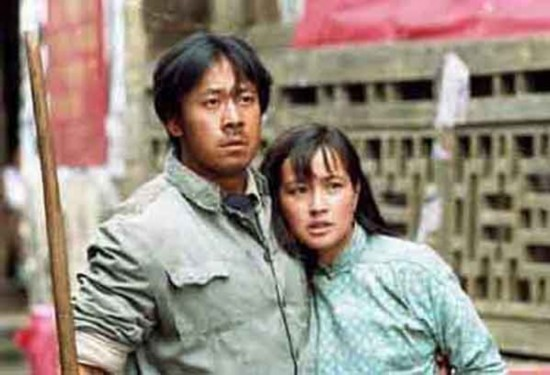 《芙蓉镇》中刘晓庆和姜文图片
