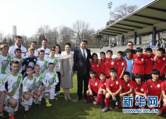 习近平:希望更多的青少年投身中国足球事业