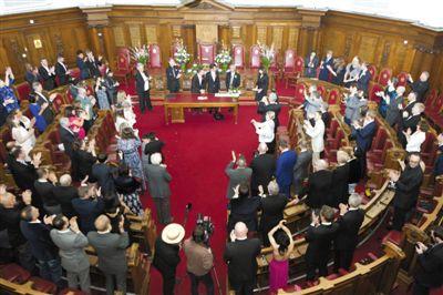 英国同性婚姻法生效 卡梅伦称赞