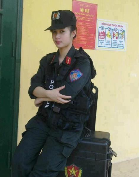 越南女兵训练照曝光 文武双全战斗力强