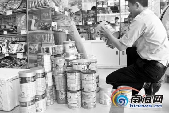 海口港货奶粉无简体中文标识 店主称按外国标准生产