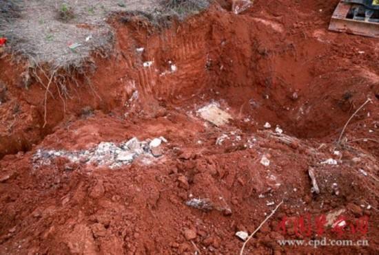 江西村民挖出250年前古墓图片
