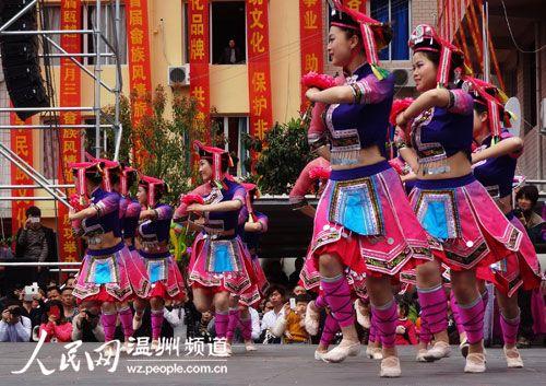畲族舞蹈,没有深藏大山,近年来,通过各种方式,走出泰顺,走向了