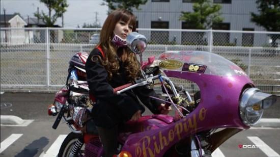 日本飞车党女孩不羁张扬颠覆传统