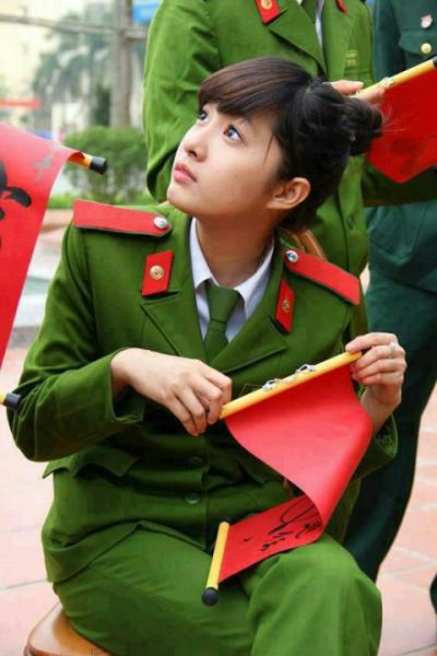 越南士兵军装在身边极品美女txt下载曝光美女照走红图片