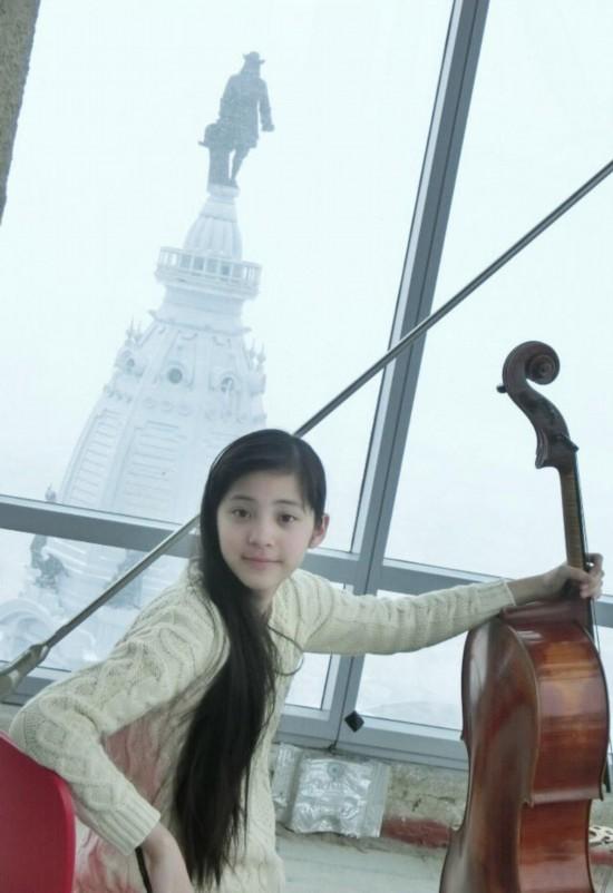 14岁天才大提琴演奏美少女走红:全家都是靓女