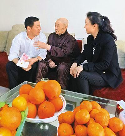 李克强收到果农脐橙 托人转交100元脐橙款