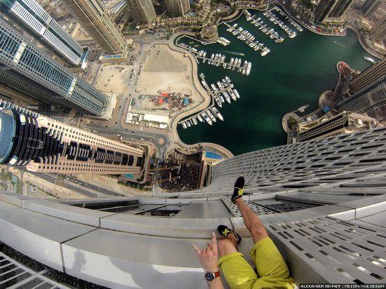 俄摄影师徒手攀爬迪拜高楼 高空俯拍沙漠之城【8】