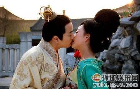 钟汉良/雷人吻戏集锦 刘凯威把颖儿嘴唇啃破了杨幂知道吗