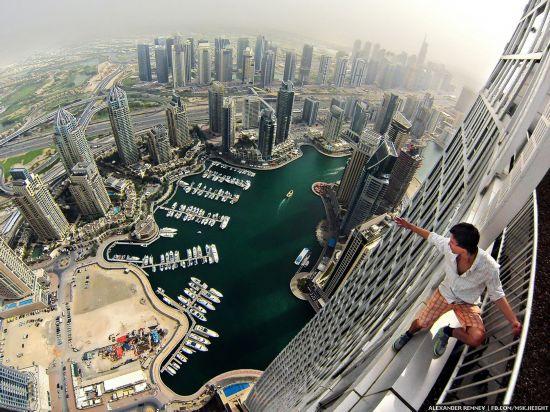 徒手攀爬迪拜高楼
