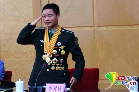 解放军陆军军官学院学员曾昇铨在分享会上发言.中国青年网记者 李晗