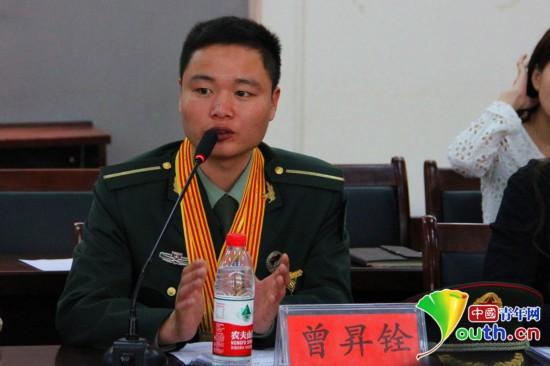 解放军陆军军官学院学员曾昇铨与现场80余名青年分享自己的青春励志