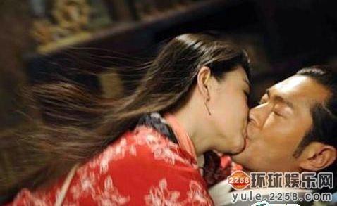 杨幂 古天乐/雷人吻戏集锦 刘凯威把颖儿嘴唇啃破了杨幂知道吗