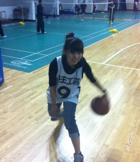 春天到了 找个女生一起打篮球吧【23】