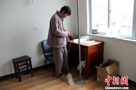 浙江温岭80后的哥患尿毒症 自建无菌室透析