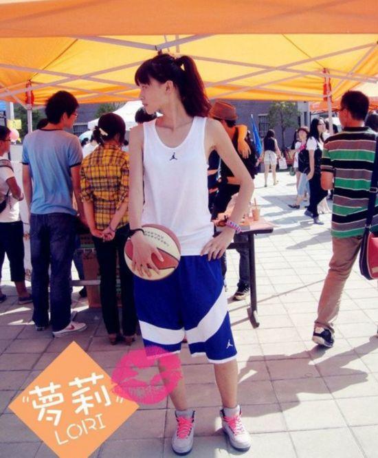 春天到了 找个女生一起打篮球吧【20】