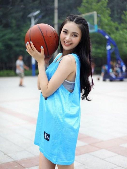 春天到了 找个女生一起打篮球吧【18】