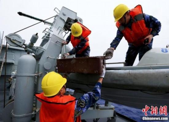 中方舰船在南印度洋累计搜寻48.5万平方公里