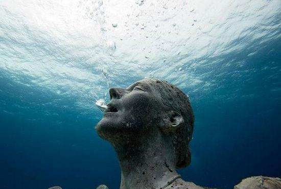 """底人应该是来自外星球的智慧生物.因为如果""""海底人""""是地球史前"""