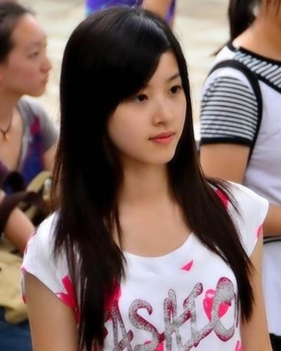 妹妹大胆人体艺术照片_奶茶妹妹走红照片 简单发型受刘强东青睐