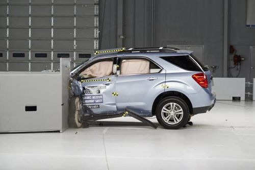 新迈腾碰撞测试视频_解读碰撞测试的玄妙如何看待汽车碰撞测试结果