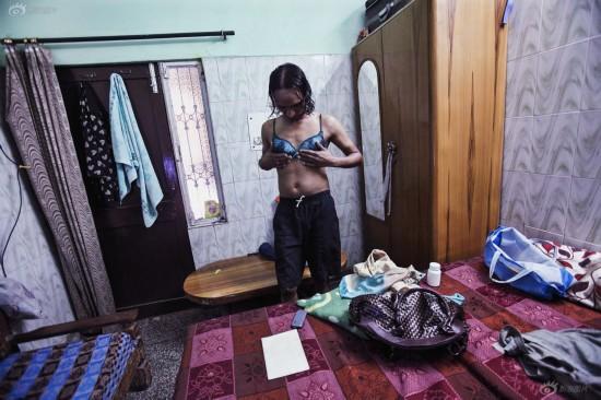 印度新德里男站街女 辛酸生活惹人怜