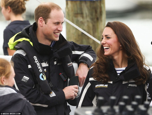 图:威廉王子夫妇进行帆船竞赛 凯特连胜2场