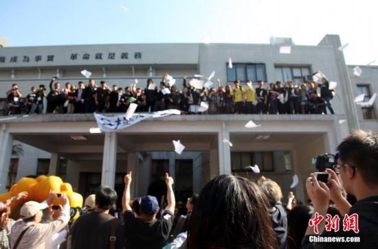 """台湾占据""""立法院""""议场的学生已退出(组图)"""