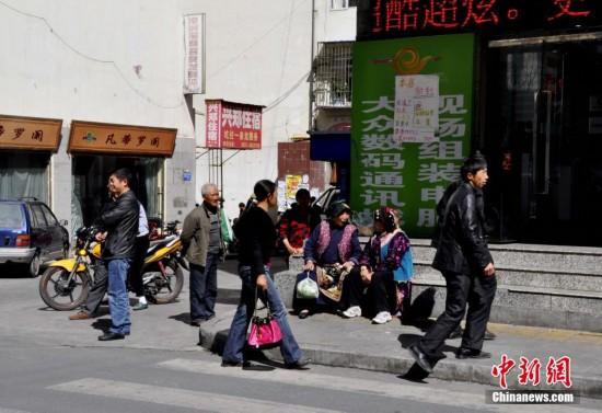 四川理县发生4.8级地震震感强烈 街头秩序井然
