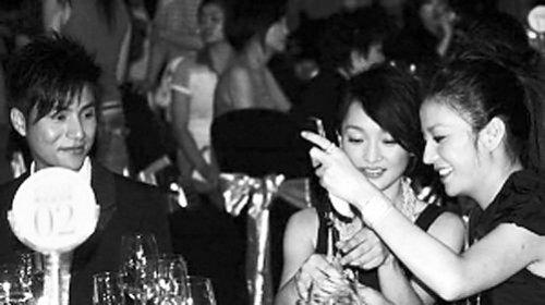 范冰冰多次打骂赵薇到落泪 遭章子怡挤兑 白眼视频被扒