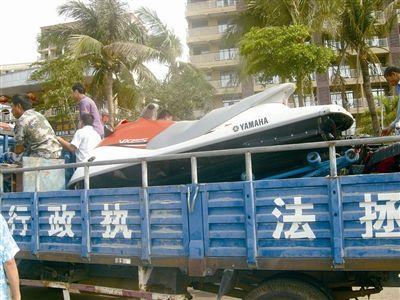 部门联合执法打击三亚黑摩托艇 保游客安全
