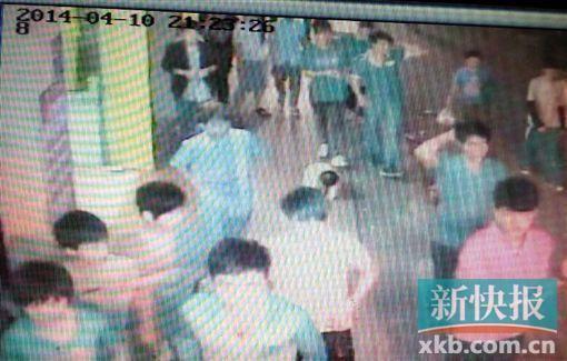 广州发生街头血案 超20人追逐群殴1人被捅死