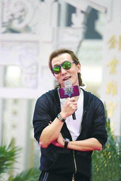 李咏被爆离开央视年薪千万