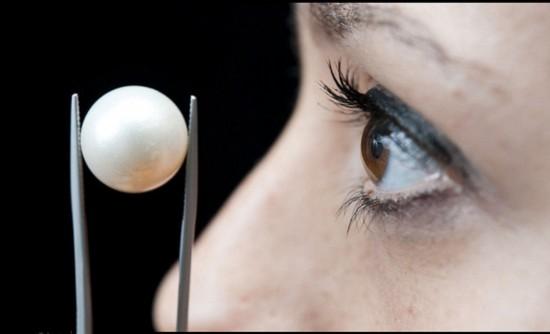 英女子耳环中发现最大天然珍珠