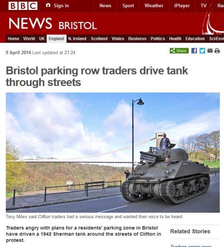 英国部分商户驾坦克上街抗议停车费