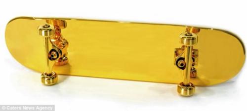世界上最昂贵滑板:表面镀纯金售价9000英镑(图)