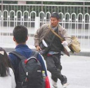 刘德华南昌火车站扮农民工拍戏被警察驱逐(图)