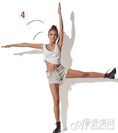 动作四:踢另一条腿并重复动作