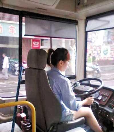 济南女司机自拍走红 盘点各地最美公交女司机
