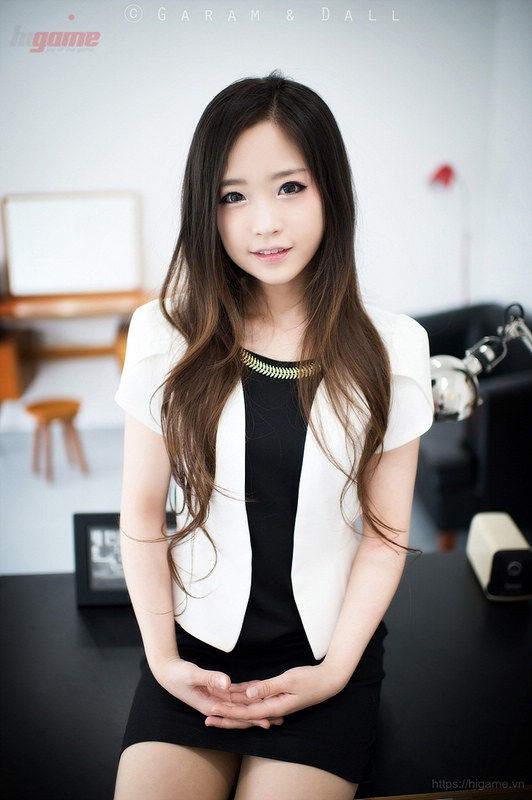 韩国27岁整容美女如十岁少女 扮游戏女神恶搞