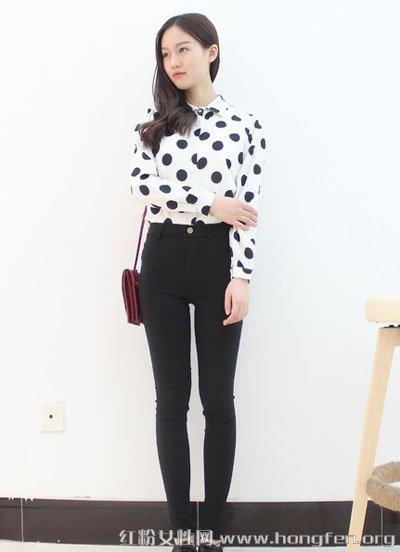 紧身T恤+高腰美人裤打造长腿显高挑美女u团衬衣图片