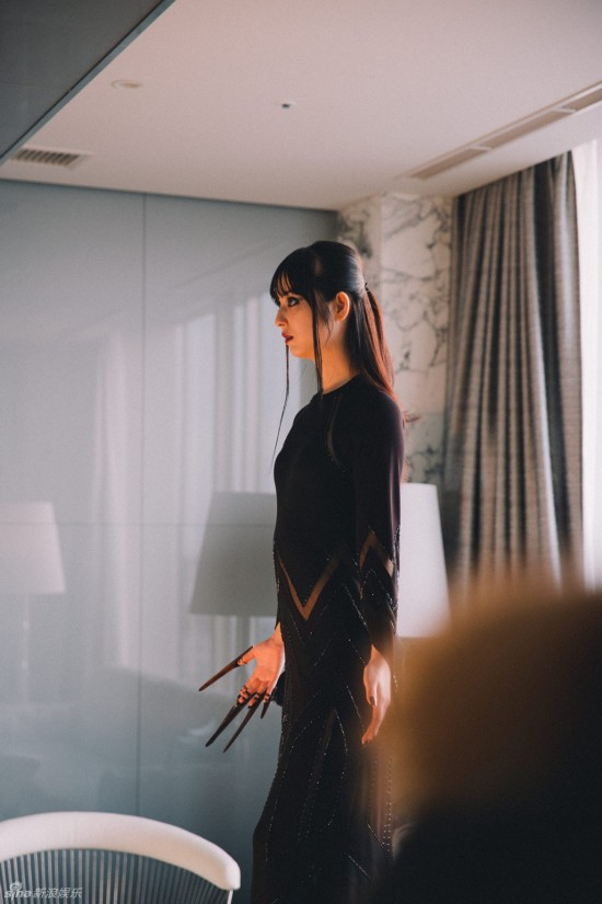 佐佐木希褪去清纯可爱挑战冷艳吸血鬼图【5